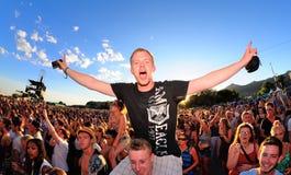 Muchedumbre en un concierto en el festival de la BOLA Fotos de archivo