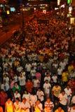 Muchedumbre enorme en la procesión 2011 de Wesak imagen de archivo libre de regalías