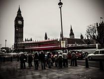 Muchedumbre fuera de Big Ben Foto de archivo libre de regalías