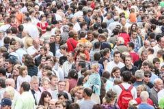 Muchedumbre grande de gente Fotos de archivo