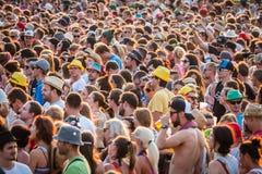 Muchedumbre grande de gente en un festival del verano Imagen de archivo