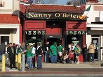 Muchedumbre grande en la niñera O'Brien Foto de archivo libre de regalías