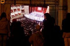 Muchedumbre que mira el acontecimiento Imagen de archivo libre de regalías