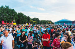 Muchedumbre recolectada para el concierto Foto de archivo libre de regalías