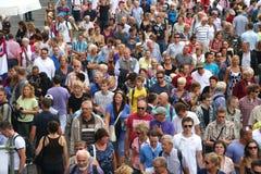 Muchedumbres de Amsterdam de la vela Foto de archivo libre de regalías