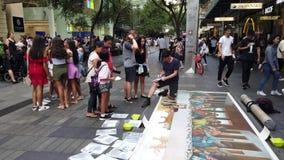 Muchedumbres de la hora de comer en Pitt Street Mall, Sydney, Australia metrajes