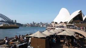 Muchedumbres del día de Australia en Sydney Opera House, Australia almacen de video