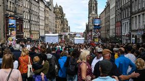 Muchedumbres del festival de Edimburgo imagen de archivo