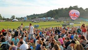 Muchedumbres en el festival 2012 del globo de Bristol Foto de archivo libre de regalías