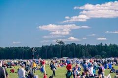 Muchedumbres en el 90.o aniversario sueco Airshow Foto de archivo