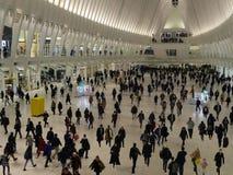 Muchedumbres en la nueva estación de tren del World Trade Center en la hora punta Fotos de archivo libres de regalías