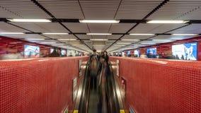 Muchedumbres en metro almacen de video