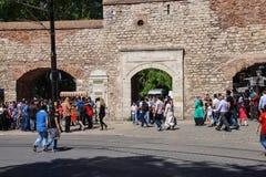 Muchedumbres fuera del palacio de Topkapi Imagen de archivo