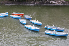 Mucho barco en el río Imagenes de archivo