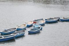 Mucho barco en el río Fotos de archivo libres de regalías