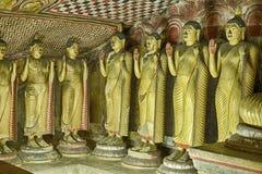 Mucho Buddhas en Dambulla Imagen de archivo libre de regalías