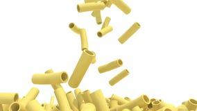 Mucho caída de las pastas de los macarrones en el fondo blanco metrajes