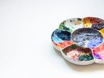 Mucho color de la pintura acrílica en paleta blanca plástica del arte foto de archivo libre de regalías