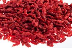 Mucho de la baya roja del goji aislada en el primer blanco del fondo Fotografía de archivo libre de regalías