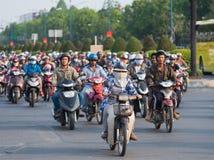 Mucho de motorbikers en la ciudad de Saigon Fotos de archivo