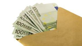 Mucho dinero euro en un sobre marrón imagen de archivo