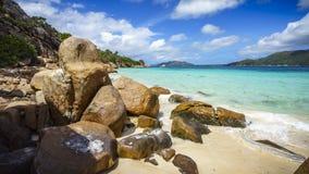 Mucho granito oscila en una costa en las Seychelles 25 Imágenes de archivo libres de regalías