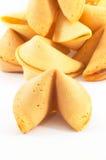 Mucho la galleta de fortuna china una se destaca Fotos de archivo