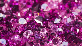 Mucho la joya violeta del diamante empiedra el fondo de lujo giratorio almacen de metraje de vídeo