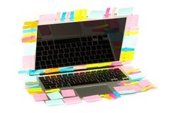 Mucho palillo del post-it en el ordenador portátil Imagen de archivo libre de regalías