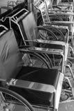 Mucho silla de ruedas vacía foto de archivo libre de regalías