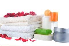 Mucho toallas y accesorios al baño Imagen de archivo libre de regalías