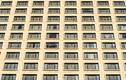 Mucho Windows en hotel del edificio residencial Fotos de archivo