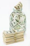Muchos 100 billetes de banco de dólar americano en un tarro de cristal Fotos de archivo