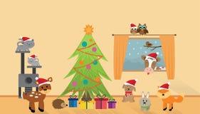Muchos animales felices con el árbol de navidad fotos de archivo