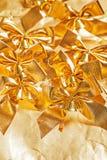 Muchos arcos de oro en el fondo de papel Fotografía de archivo