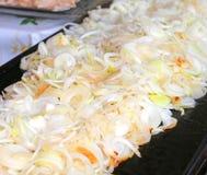 Muchos asaron a la parrilla la cebolla en el restaurante chino Imágenes de archivo libres de regalías