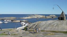 Muchos barcos de navegación en el golfo de Tjome en la costa meridional de Noruega almacen de video