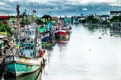 Muchos barcos de pesca atracados Foto de archivo libre de regalías