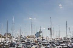 Muchos barcos en el puerto de Barcelona, España imágenes de archivo libres de regalías