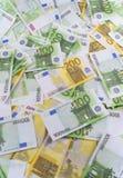 Muchos billetes de banco euro Fotos de archivo libres de regalías