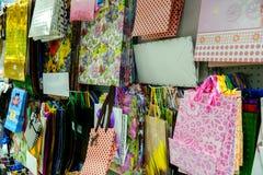 Muchos bolsos coloridos del regalo foto de archivo libre de regalías