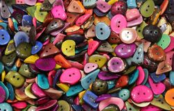 Muchos botones coloreados hechos con la palmera Imagen de archivo