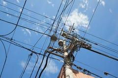 Muchos cables eléctricos fotos de archivo libres de regalías