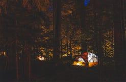 Muchos campos en área del camping en parque nacional foto de archivo
