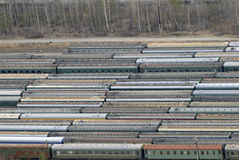 Muchos carros y trenes. Visión aérea. foto de archivo libre de regalías