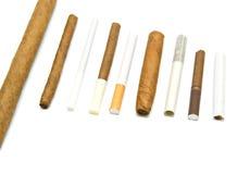 Muchos cigarrillos y cigarros Fotos de archivo libres de regalías