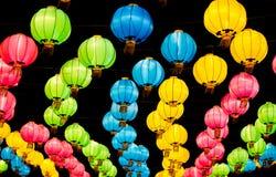 Muchos colorean las linternas chinas durante festival del Año Nuevo Fotos de archivo libres de regalías