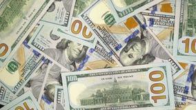 Muchos dólares giran Fondo de la vuelta de cientos usd vuelta de 100 dolares almacen de metraje de vídeo