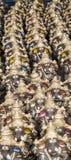 Muchos dan las estatuas hechas a mano del ídolo de Ganesha exhibidas en el mercado durante Ganesh Festival Fotografía de archivo libre de regalías
