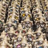 Muchos dan las estatuas hechas a mano del ídolo de Ganesha exhibidas en el mercado durante Ganesh Festival Fotos de archivo libres de regalías